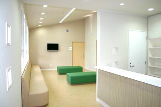 内科クリニック待合室